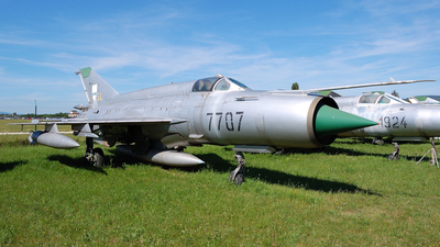 7707 - Mikoyan-Gurevich MiG-21MF Fishbed J - Slovakia - Air Force