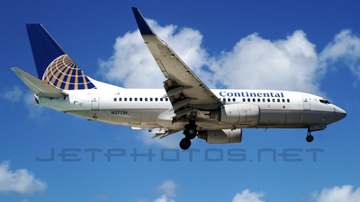 N27724 - Boeing 737-724 - Continental Airlines