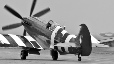 F-AZJS - Supermarine Spitfire Mk.XIX - Private