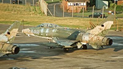 N2011V - North American F-100F Super Sabre - Private