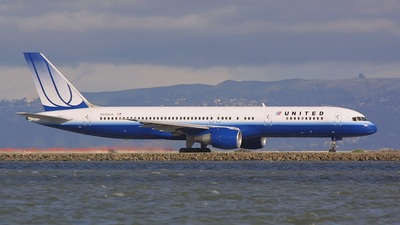 Boeing 757-222 - United Airlines