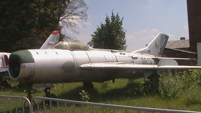 0813 - Mikoyan-Gurevich MiG-19 Farmer - Czech Republic - Air Force