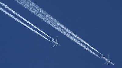 - Boeing 777-31H - Emirates