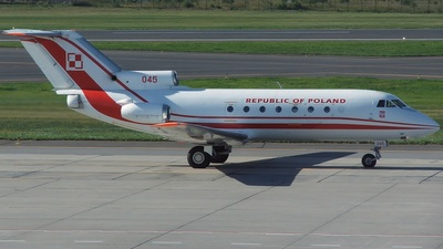045 - Yakovlev Yak-40 - Poland - Air Force