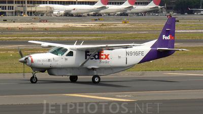 A picture of N916FE - Cessna 208B Super Cargomaster - FedEx - © Mike Egan