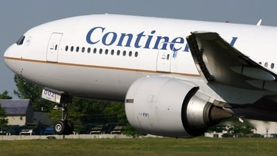 N78002 - Boeing 777-224(ER) - Continental Airlines