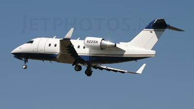 N225N - Bombardier CL-600-2B16 Challenger 604 - Private