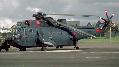 XV677 - Westland Sea King - United Kingdom - Royal Navy