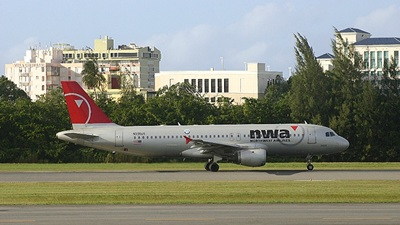 N305US - Airbus A320-211 - Northwest Airlines