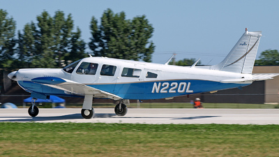 A picture of N220L - Piper PA32R300 - [32R7780393] - © Steve Homewood