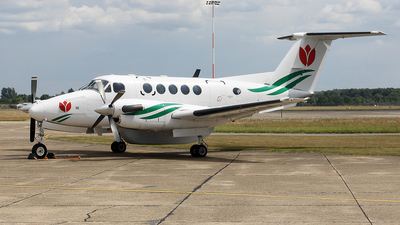 A picture of PHATM - Beech B200 Super King Air - [BB123] - © Lewis Steeper
