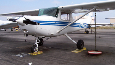 A picture of N48962 - Cessna 152 - [15281075] - © Derin