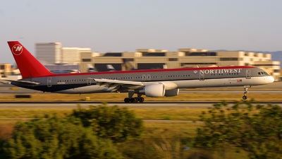 N582NW - Boeing 757-351 - Northwest Airlines