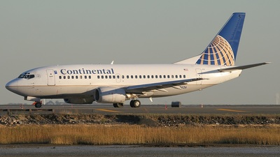 Boeing 737-524 - Continental Airlines