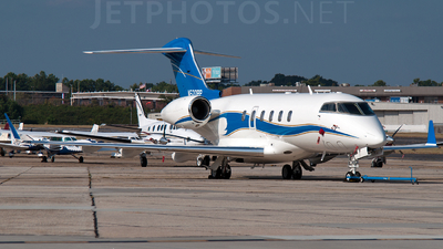 A picture of N520RP - Bombardier Challenger 300 - [20032] - © Hans Grubb