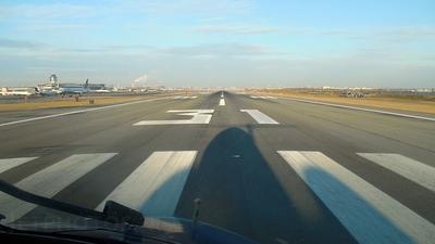KLGA - Airport - Runway