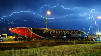 OM-CLB - Boeing 737-322 - SkyEurope Airlines