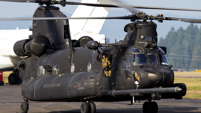 04-03735 - Boeing MH-47G Chinook - United States - US Army