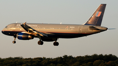 N422UA - Airbus A320-232 - United Airlines