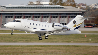 M-ARKZ - Bombardier CL-600-2B16 Challenger 605 - Private