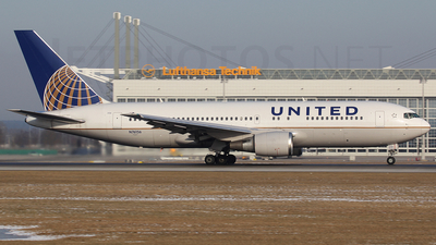 N76156 - Boeing 767-224(ER) - United Airlines