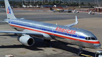N196AA - Boeing 757-223 - American Airlines