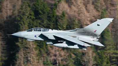 ZA585 - Panavia Tornado GR.4 - United Kingdom - Royal Air Force (RAF)