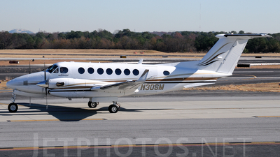 N30SM - Beechcraft B300 King Air 350 - Private