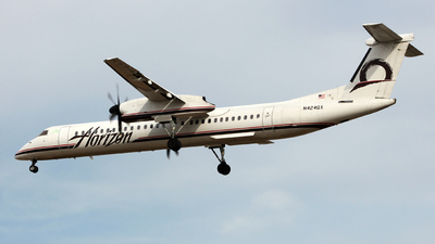 A picture of N424QX - De Havilland Canada Dash 8400 - [4006] - © Chris G.