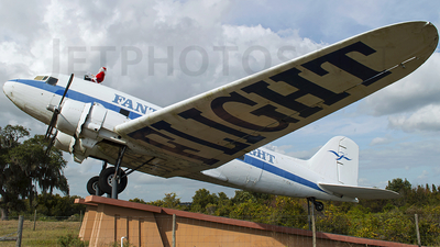 N600RC - Douglas DC-3A - Private