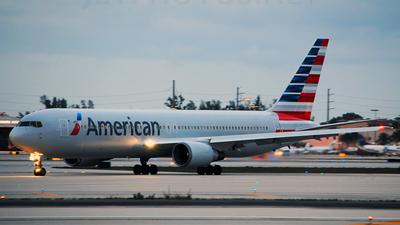 N368AA - Boeing 767-323(ER) - American Airlines