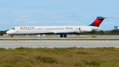 N930DL - McDonnell Douglas MD-88 - Delta Air Lines