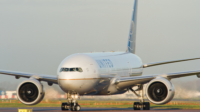 N211UA - Boeing 777-222 - United Airlines