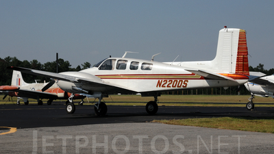 A picture of N220DS - Beech D50C Twin Bonanza - [DH271] - © Agustin Anaya