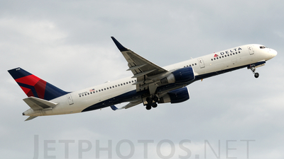 A picture of N640DL - Boeing 757232 - [23994] - © Agustin Anaya
