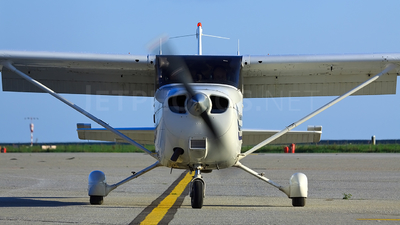 G-UFCE - Cessna 172S Skyhawk SP - Private