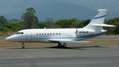 A picture of N768JW - Dassault Falcon 2000 - [72] - © Alexander Calderon Angulo