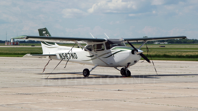 A picture of N567ND - Cessna 172S Skyhawk SP - [172S10805] - © RyRob