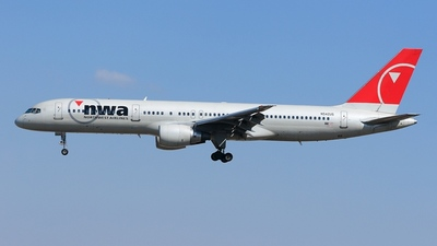 N542US - Boeing 757-251 - Northwest Airlines
