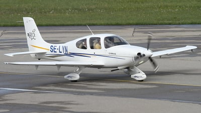 A picture of SELYN - Cirrus SR20 - [1523] - © Lutz Lehmann