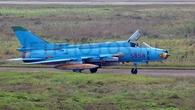 5858 - Sukhoi Su-22M4 Fitter K - Vietnam - Air Force