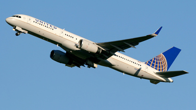 N26123 - Boeing 757-224 - United Airlines
