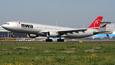 N801NW - Airbus A330-323 - Northwest Airlines