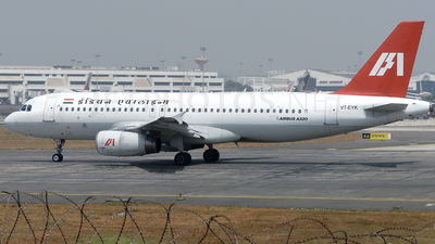 VT-EYK - Airbus A320-231 - Indian Airlines