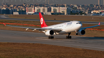 G-WWBM - Airbus A330-243 - Turkish Airlines (bmi British Midland International)