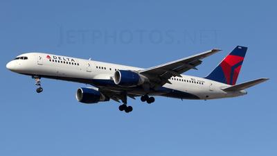 A picture of N656DL - Boeing 757232 - [24396] - © Kim Vanvik