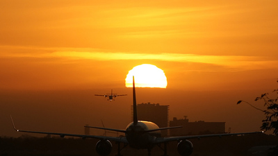 - Boeing 757-232 - Delta Air Lines