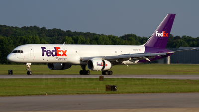A picture of N951FD - Boeing 757236(SF) - FedEx - © Dean Heald
