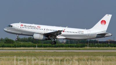 I-EEZP - Airbus A320-233 - Meridiana fly