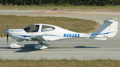 N693DS - Diamond DA-40 Diamond Star - Diamond Aircraft Industries